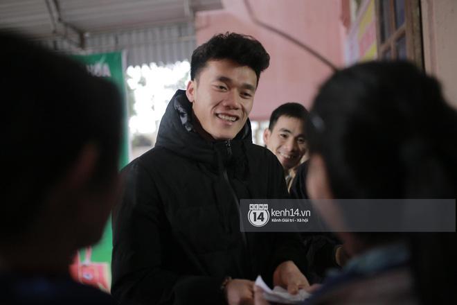 Câu chuyện cảm động ít người biết về trái bưởi mà thủ môn Bùi Tiến Dũng nhất quyết cầm trên tay tại sân bay Nội Bài - Ảnh 5.