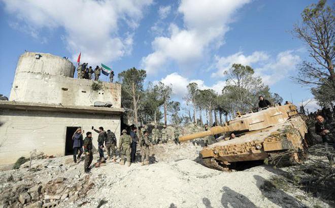 """Người Kurd tung hô """"nữ anh hùng"""" ôm bom thổi tung xe tăng Thổ Nhĩ Kỳ"""