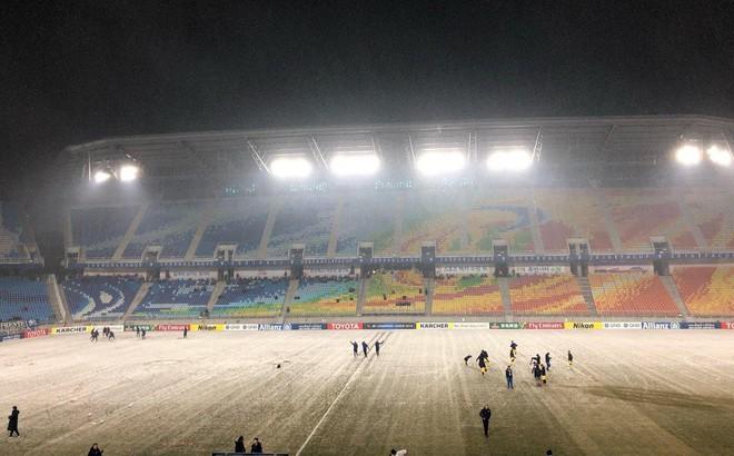 Sau U23, lại có thêm một đội bóng Việt Nam phải khổ chiến dưới mưa tuyết