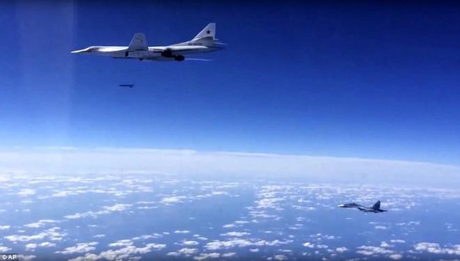 Chiến lược cơ Tu-160M2 Nga vừa xé toạc bầu trời đã có hợp đồng: Giá bao nhiêu 1 chiếc? - Ảnh 2.