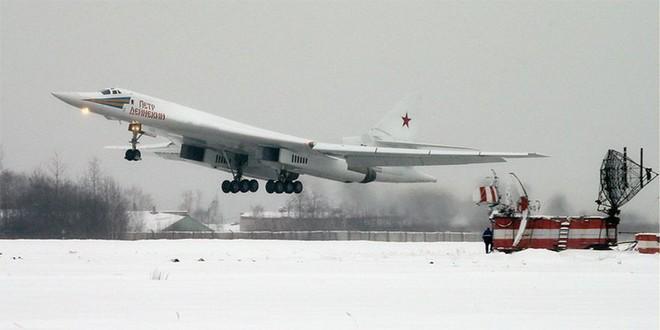 Chiến lược cơ Tu-160M2 Nga vừa xé toạc bầu trời đã có hợp đồng: Giá bao nhiêu 1 chiếc? - Ảnh 1.