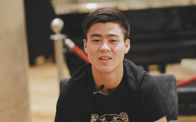 Hot boy Duy Mạnh U23: Trong đội chỉ có mình với Hồng Duy bán hàng online, nhưng thật ra là... đăng hộ bạn gái đấy!