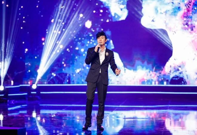 Anh trai ruột Quang Lê gây chú ý khi khoe giọng hát trước đám đông - Ảnh 3.