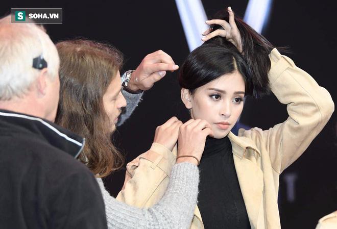 Hé lộ hình ảnh đầu tiên của Hoa hậu Tiểu Vy trong buổi tập duyệt lễ ra mắt xe VINFAST tại Pháp - Ảnh 4.