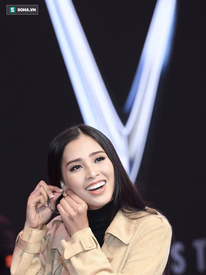 Hé lộ hình ảnh đầu tiên của Hoa hậu Tiểu Vy trong buổi tập duyệt lễ ra mắt xe VINFAST tại Pháp - Ảnh 2.