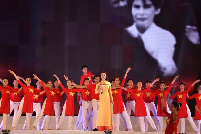 Tùng Dương, Thanh Lam gây xúc động trong đêm nhạc về Bác - Ảnh 8.