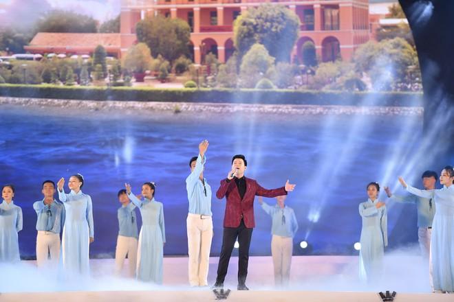 Tùng Dương, Thanh Lam gây xúc động trong đêm nhạc về Bác - Ảnh 11.