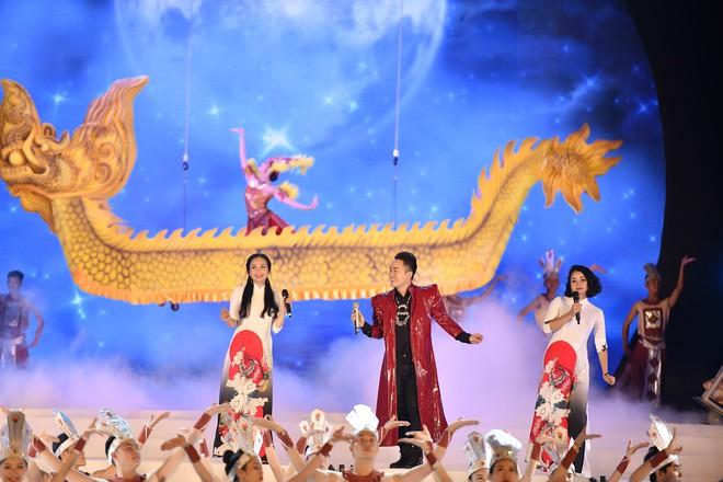 Tùng Dương, Thanh Lam gây xúc động trong đêm nhạc về Bác - Ảnh 4.