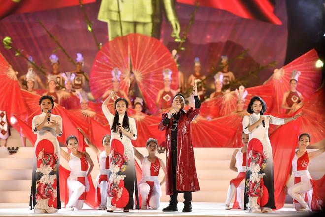 Tùng Dương, Thanh Lam gây xúc động trong đêm nhạc về Bác - Ảnh 3.