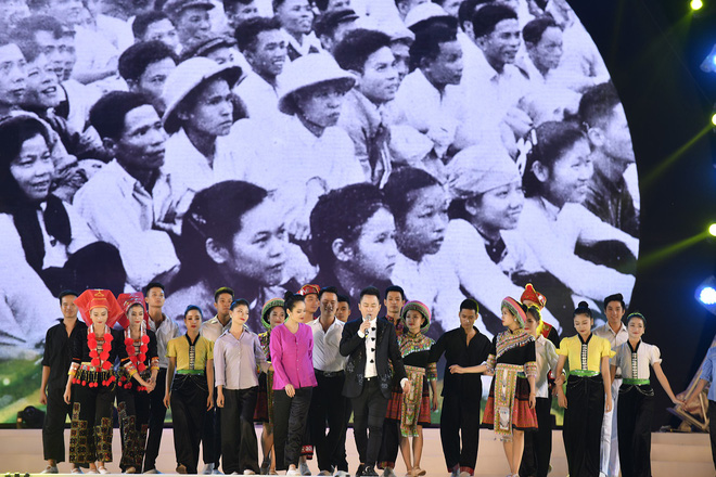 Tùng Dương, Thanh Lam gây xúc động trong đêm nhạc về Bác - Ảnh 2.