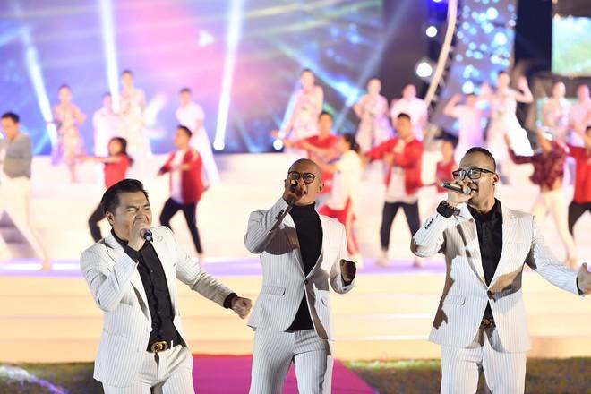 Tùng Dương, Thanh Lam gây xúc động trong đêm nhạc về Bác - Ảnh 9.