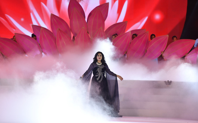 Tùng Dương, Thanh Lam gây xúc động trong đêm nhạc về Bác