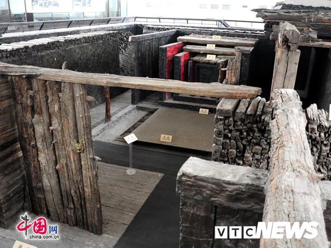 Bí hiểm lâu đài gỗ khổng lồ ẩn trong những gò đất giữa cánh đồng Hải Dương - Ảnh 2.
