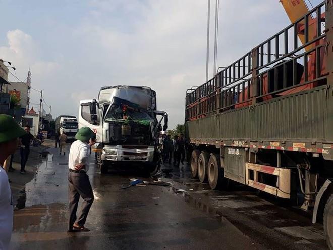Tai nạn liên hoàn khiến quốc lộ 1A ách tắc cục bộ - Ảnh 1.