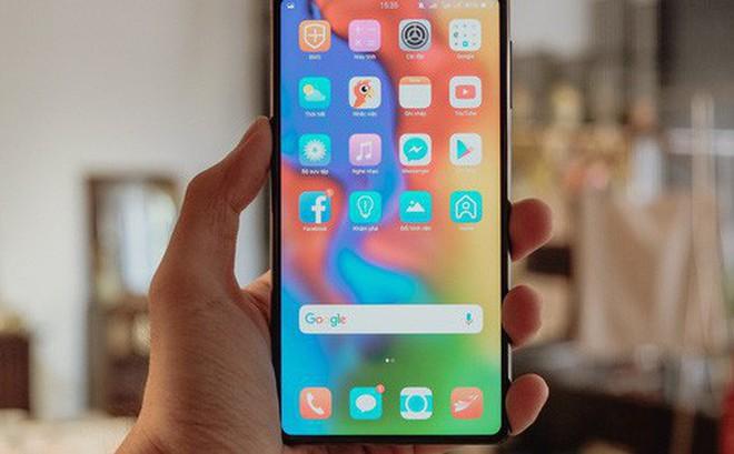 """Đây là Bphone 3 với màn hình tràn đáy: Chiếc smartphone không """"cằm"""" nhưng có """"trán"""" thật là cao"""