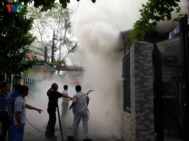 Lửa thiêu quán cà phê, bà hỏa ghé thăm chung cư ở Đà Nẵng - Ảnh 1.