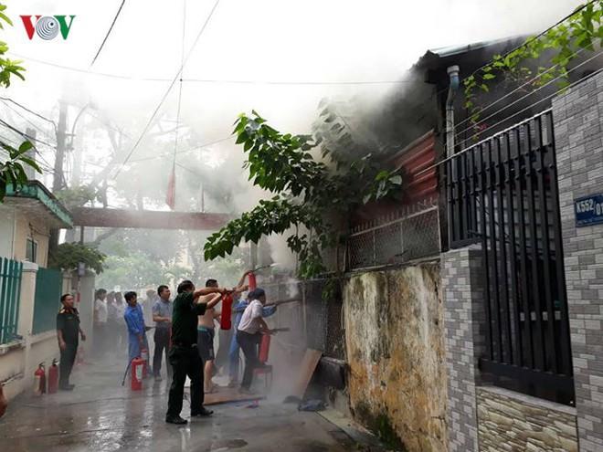Lửa thiêu quán cà phê, bà hỏa ghé thăm chung cư ở Đà Nẵng - Ảnh 2.