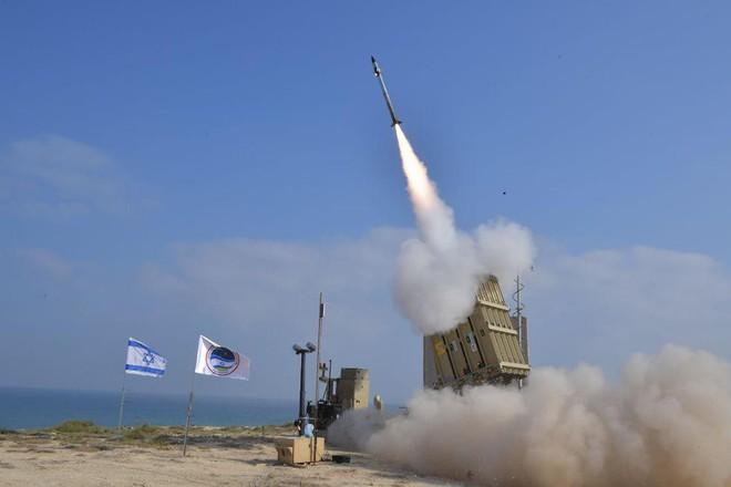 Israel bị tấn công - Báo động khẩn cấp phòng không, kích hoạt Mật mã Đỏ - Ảnh 1.