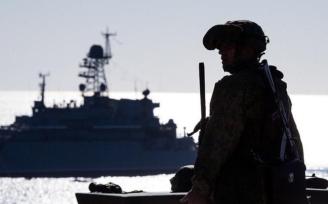 """TASS: Ukraine đã tập hợp lực lượng, chuẩn bị """"khiêu khích"""" Nga trên biển Azov"""