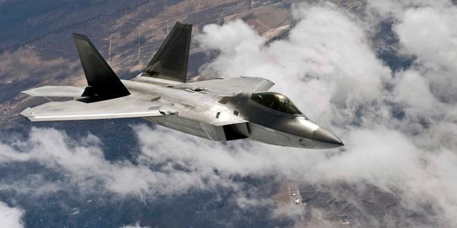 F-22 Mỹ đã đeo bám, truy đuổi máy bay Nga ở Syria như thế nào? - Ảnh 1.