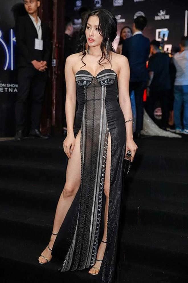 Mỹ nhân Việt diện váy xuyên thấu: Người mặc đẹp, người rẻ tiền quá lố - Ảnh 3.