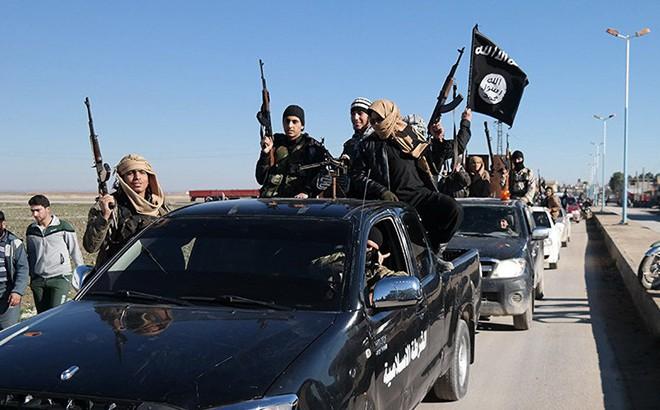 IS tấn công nhóm phiến quân đối địch, cướp thùng đựng khí clo