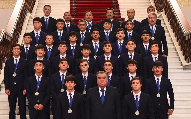 Như U-23 VN, 'biển người' chào đón U-16 Tajikistan ở quê nhà