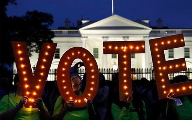 """5 vấn đề """"nóng bỏng"""" bao trùm cuộc bầu cử giữa nhiệm kỳ của Mỹ"""