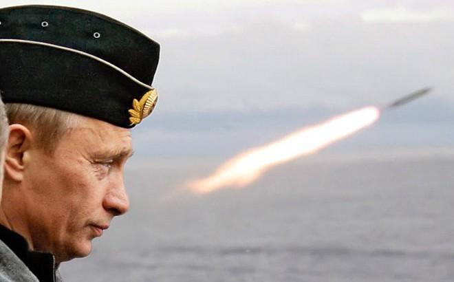"""Siêu tên lửa hạt nhân Nga """"mất tích"""" trong cuộc tập trận rầm rộ: Ông Putin lo sợ điều gì?"""