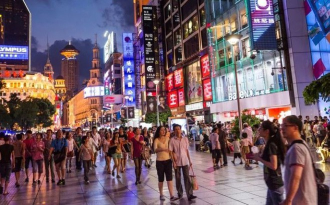 Lún sâu trong nợ nần, dân trung lưu Trung Quốc càng tuyệt vọng trước chiến tranh thương mại