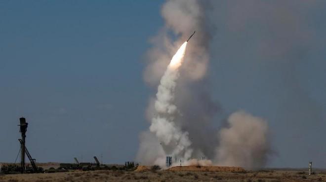 Chuyển giao xong S-300, Nga sẽ đánh lùi Mỹ để ở lại Syria vĩnh viễn? - Ảnh 2.