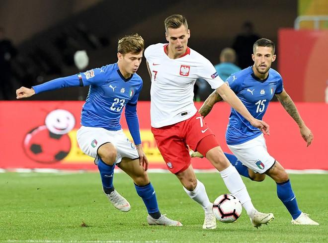 Italia ghi bàn phút bù giờ, tiễn Lewandowski và đồng đội xuống hạng - Ảnh 2.