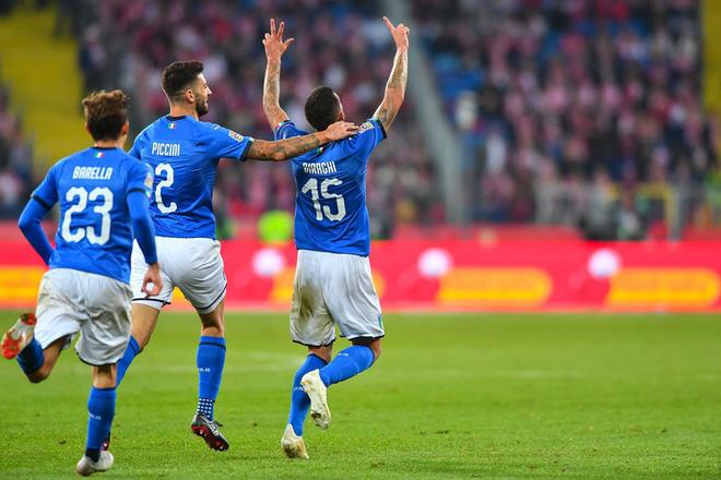 Italia ghi bàn phút bù giờ, tiễn Lewandowski và đồng đội xuống hạng - Ảnh 7.