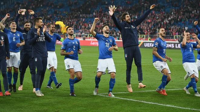 Italia ghi bàn phút bù giờ, tiễn Lewandowski và đồng đội xuống hạng - Ảnh 8.