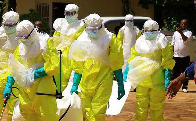 Táo tợn cướp thi thể nạn nhân nhiễm Ebola trong lễ tang