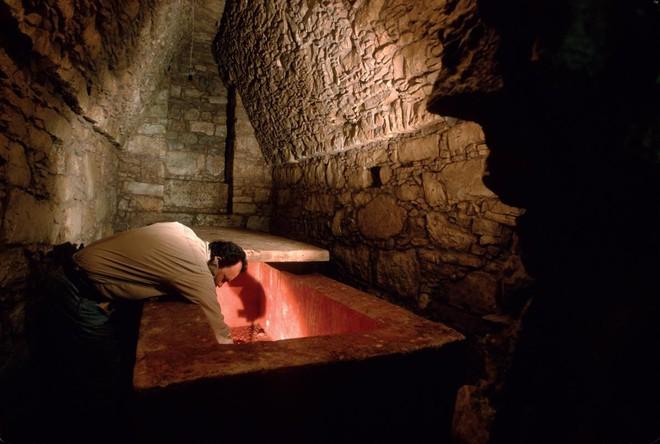 Cạm bẫy chết người trong mộ cổ, trong đó có tiết lộ về thứ bảo vệ lăng Tần Thủy Hoàng - Ảnh 7.