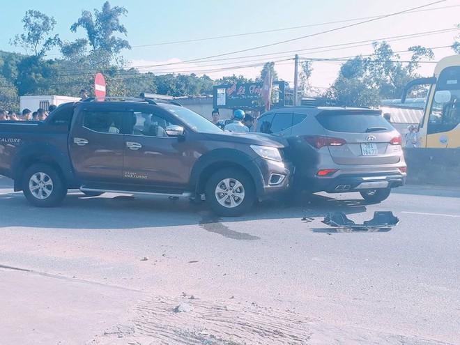 Bị tông vào đầu xe trên quốc lộ, 2 nhóm đối tượng rút súng, kiếm ra hỗn chiến - Ảnh 2.