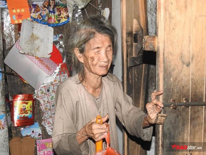 Bữa cơm nghẹn đắng của người mẹ 88 tuổi mù lòa và con gái điên dại: Tôi sắp chết rồi, chỉ mong con Hồng được trung tâm bảo trợ nhận nuôi - Ảnh 1.