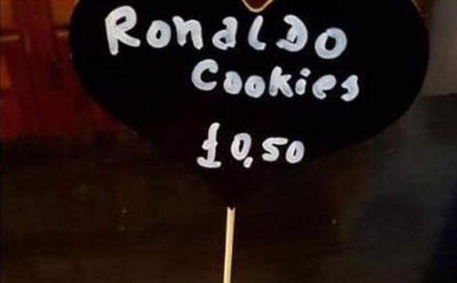 """Bán bánh """"Ronaldo hiếp dâm"""", chủ quán cafe phải vội vàng xin lỗi"""