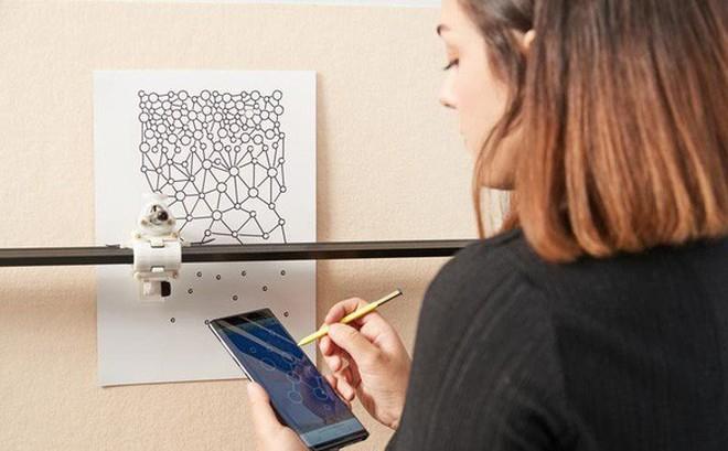 Nhà thiết kế trẻ tài năng này tạo ra cả một bộ sưu tập thời trang chỉ bằng Galaxy Note9