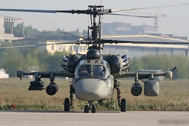 """Cận cảnh trực thăng """"cá sấu"""" Kamov Ka-52 rất lợi hại của quân đội Nga - Ảnh 1."""