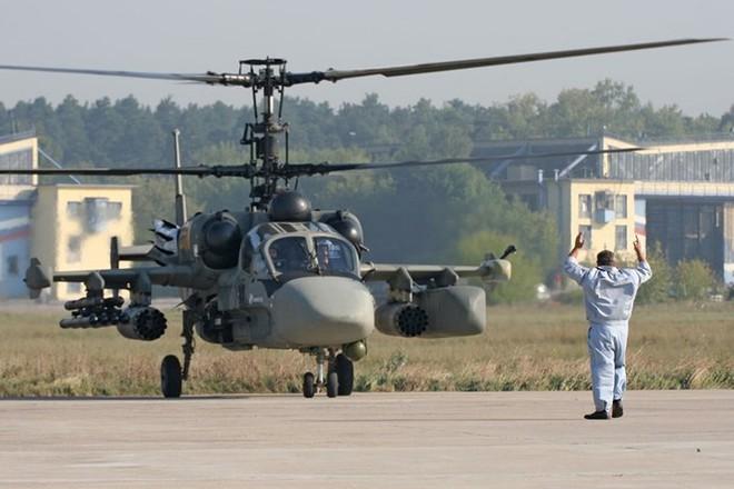 """Cận cảnh trực thăng """"cá sấu"""" Kamov Ka-52 rất lợi hại của quân đội Nga - Ảnh 4."""