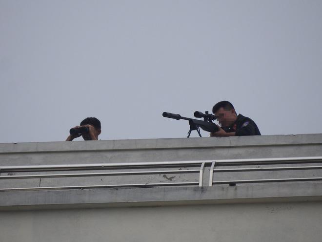 Bắt giam đại ca thành Vinh cầm kiếm chém ô tô rồi ôm lựu đạn cố thủ - Ảnh 2.