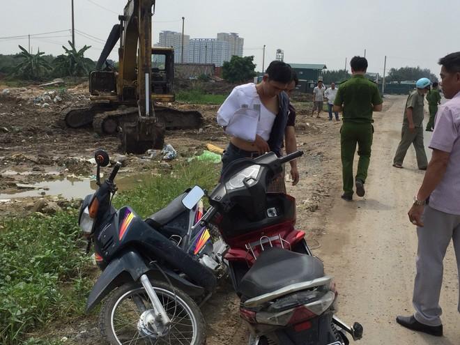 Dân truy đuổi lao thẳng xe vào kẻ nghiện trộm bình ắc quy ở vùng ven Sài Gòn - Ảnh 1.