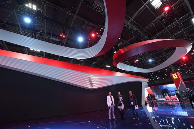 Hé lộ sân khấu VinFast ở Paris Motor Show trước giờ G: Mang cả biểu tượng hoa sen tới nước Pháp - Ảnh 2.
