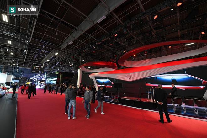 [Góc ấn tượng] Trải nghiệm toàn bộ sự kiện ra mắt xe VinFast qua bộ ảnh tuyệt đẹp từ Pháp - Ảnh 1.