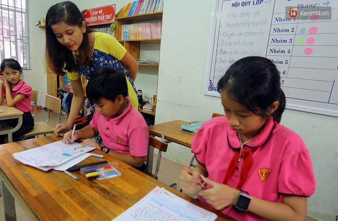 Gặp 18 cô giáo Quảng Trị viết chữ đẹp như vẽ tranh vừa gây sốt MXH: Học sinh trong trường chữ cũng siêu đẹp - Ảnh 13.