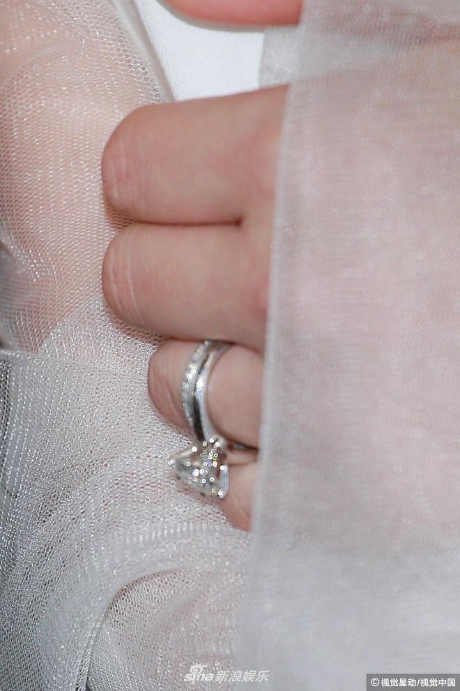 Hoa hậu ân ái trong ô tô tổ chức đám cưới đổi đời với đại gia Hong Kong, đeo nhẫn kim cương 5 tỷ trên tay - Ảnh 13.