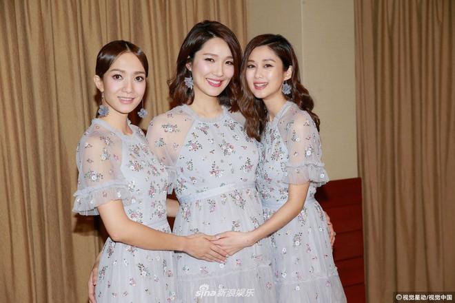 Hoa hậu ân ái trong ô tô tổ chức đám cưới đổi đời với đại gia Hong Kong, đeo nhẫn kim cương 5 tỷ trên tay - Ảnh 5.