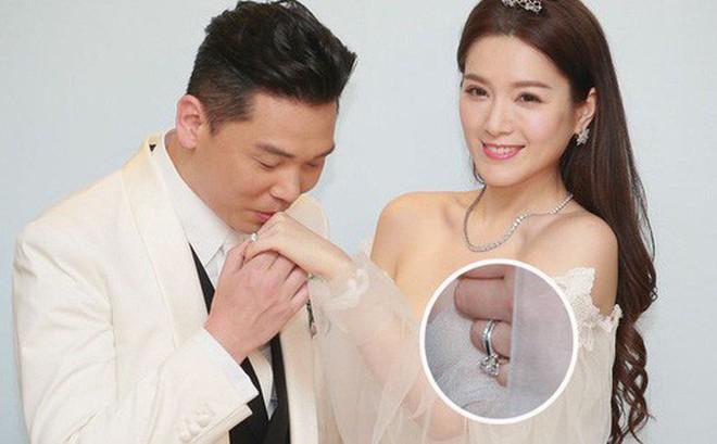 """""""Hoa hậu ân ái trong ô tô"""" tổ chức đám cưới đổi đời với đại gia Hong Kong, đeo nhẫn kim cương 5 tỷ trên tay"""